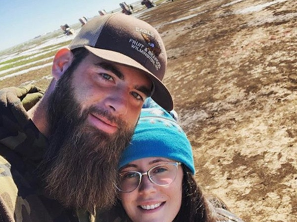 Jenelle Evans' Vacation Sparks Controversy After David Eason Poses With Confederate Flag
