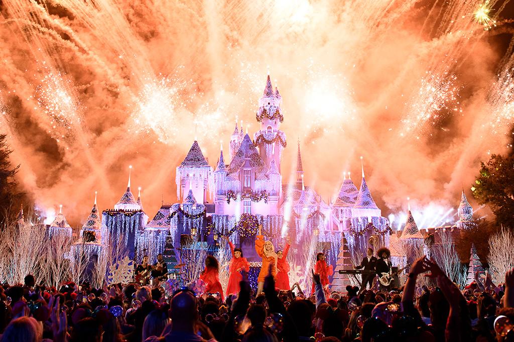 Gwen Stefani, The Wonderful World of Disney: Magical Holiday Celebration