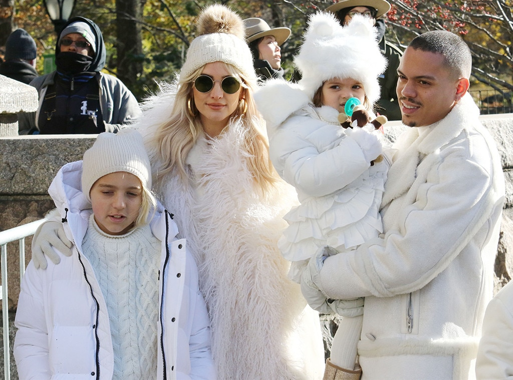 """Ashlee Simpson-Ross & Evan Ross -  The """"I do"""" singers and their kids bundle up before  Diana Ross ' performance."""