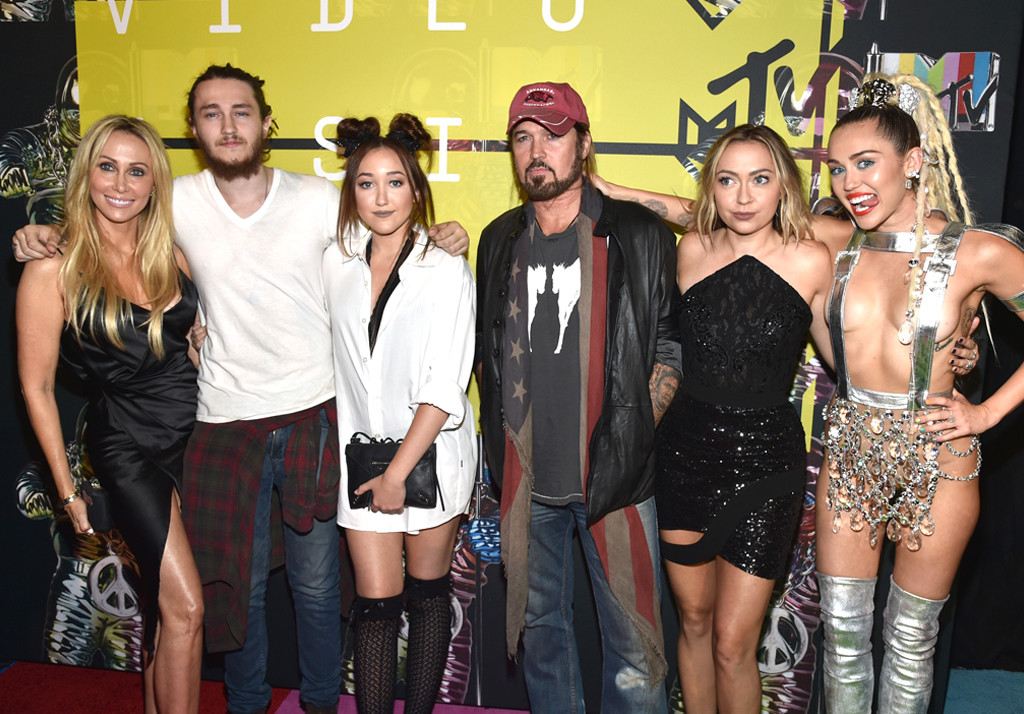 Miley Cyrus Brother Braison Cyrus Is Engaged E Online