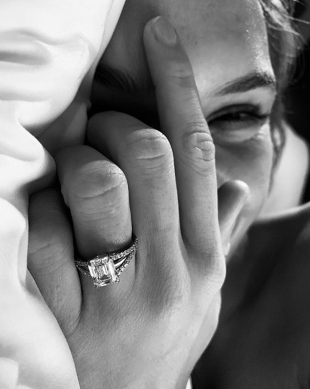 Josephine Skriver, Engagement Ring