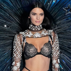 Kendall Jenner, 2018 Victoria's Secret Fashion Show, Runway