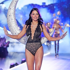 Adriana Lima, 2018 Victorias Secret Fashion Show, Runway