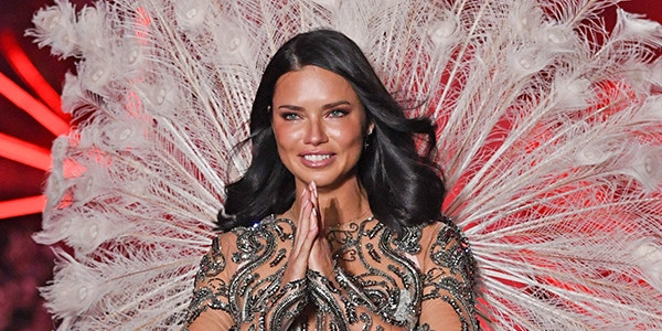 e5e91bb758 Adriana Lima Bids Tear-Filled Farewell to Victoria s Secret Fashion Show