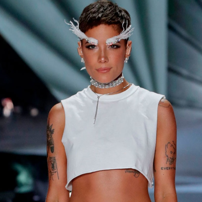 Halsey Channels Her Inner Angel At The 2018 Victoria S Secret