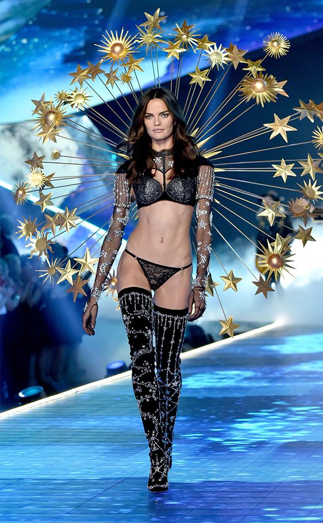 Barbara Fialho, 2018 Victoria's Secret Fashion Show, Runway