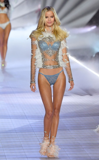 Frida Aasen, 2018 Victorias Secret Fashion Show, Runway