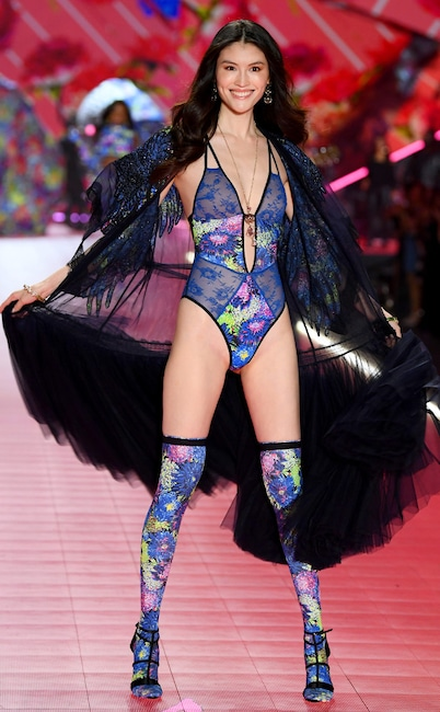 Sui He, 2018 Victoria's Secret Fashion Show, Runway