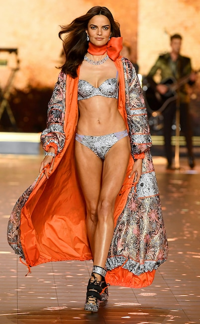 Barbara Fialho, 2018 Victoria's Secret Fashion Show, Runway