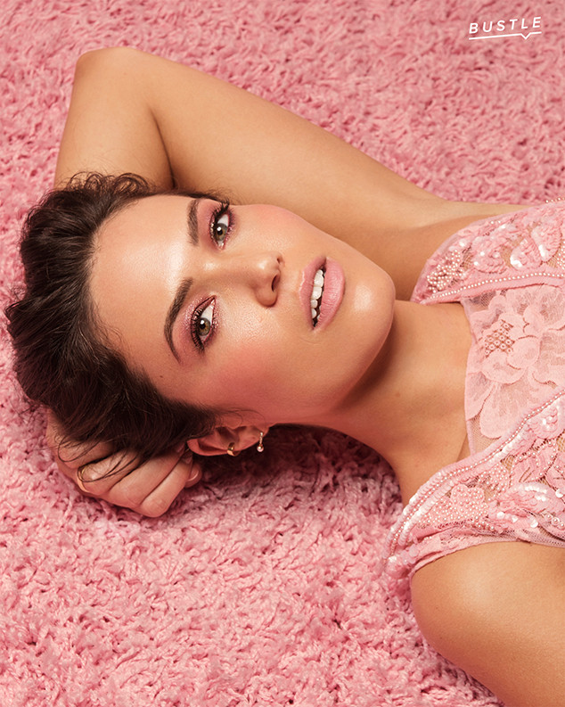 Mandy Moore, Bustle