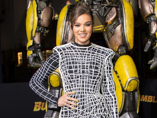 How Hailee Steinfeld Distinguished Herself From the Young-Hollywood Masses