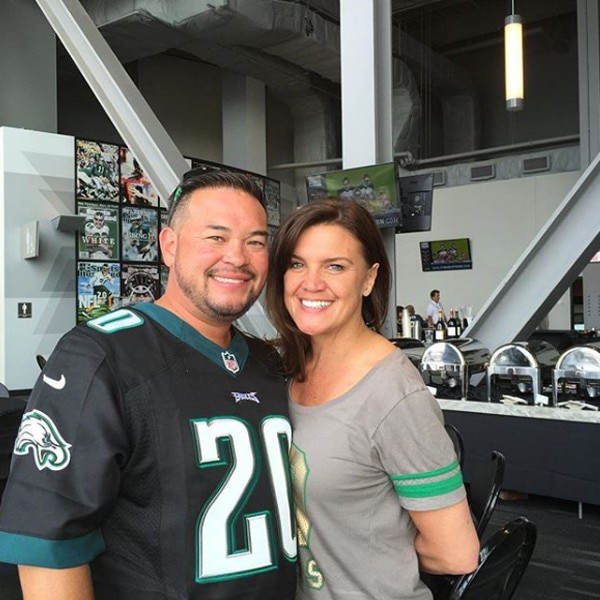 Game On -  If there's one thing Jon loves, it's the Philadelphia Eagles and his girlfriend Colleen.
