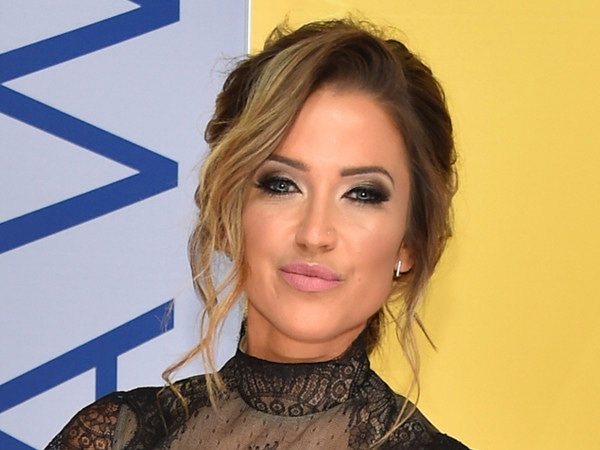 """Kaitlyn Bristowe Finds Shawn Booth Romance Rumors """"Upsetting"""""""