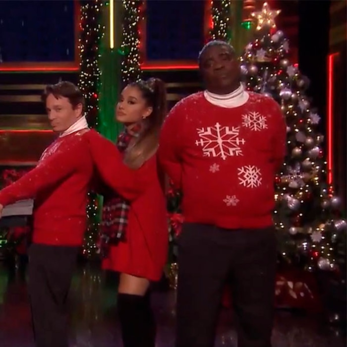 Jimmy Fallon Christmas.Ariana Grande Helps Reenact Classic Snl Skit Days After Pete