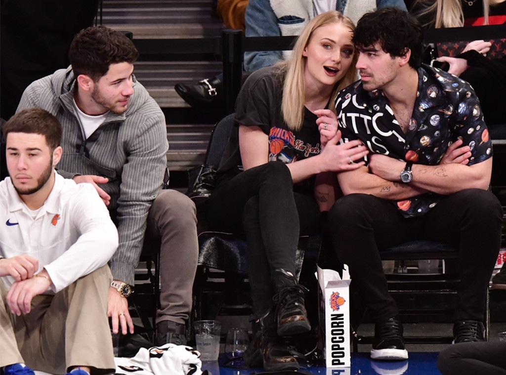 Sophie Turner, Joe Jonas, Nick Jonas, Basketball Game