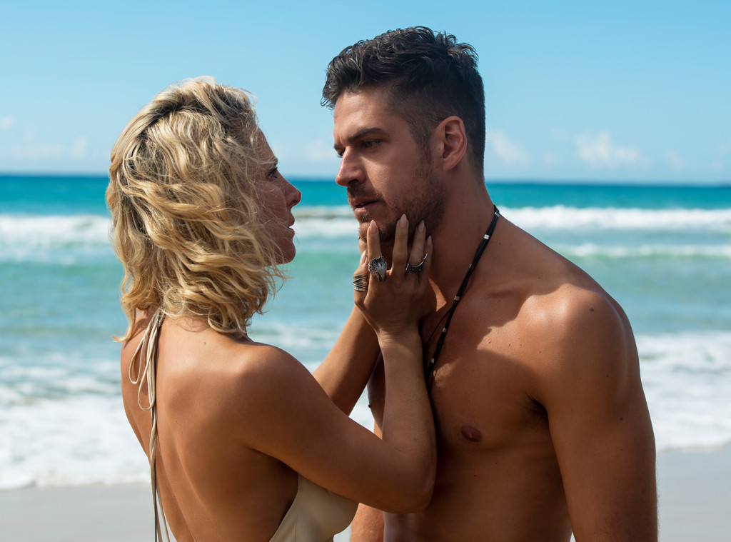 The Tidelands Cast Reveals The Truth About Those Steamy -4956