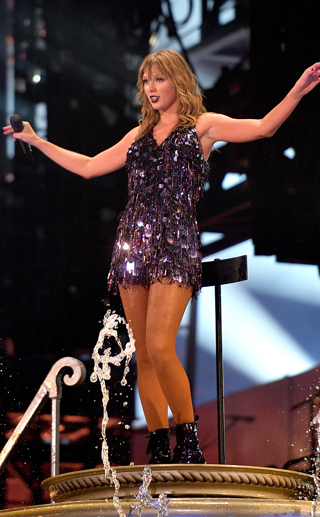 Taylor Swift Opens Up To The Audience In Netflix Concert Movie E Online