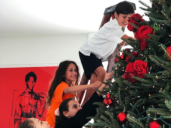 Jennifer Lopez and Alex Rodriguez and Their Kids Get Into the Christmas Spirit