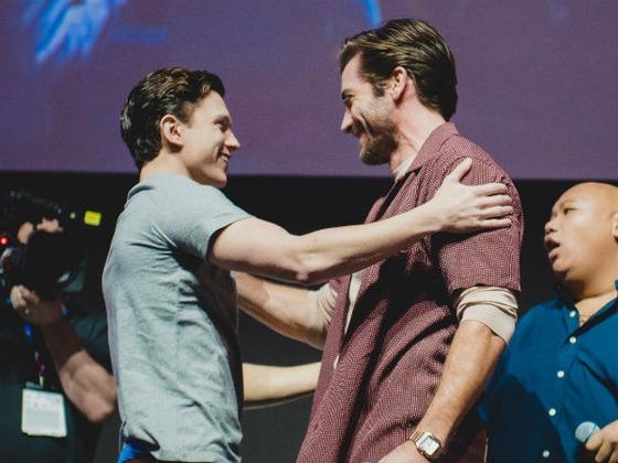Tom Holland e Jake Gyllenhaal aparecem de surpresa na CCXP 2018