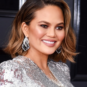 ESC: Chrissy Teigen, Grammy Awards