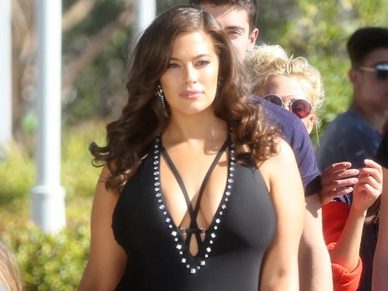 Ashley Graham Recalls One Model's Shady Reaction to Her <i>Sports Illustrated</i> Cover
