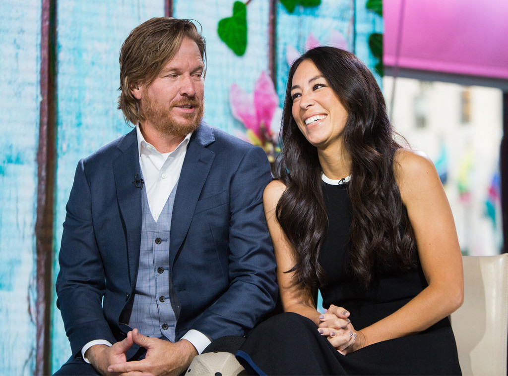 how joanna gaines 39 fifth pregnancy isn 39 t slowing down her empire with chip e news. Black Bedroom Furniture Sets. Home Design Ideas