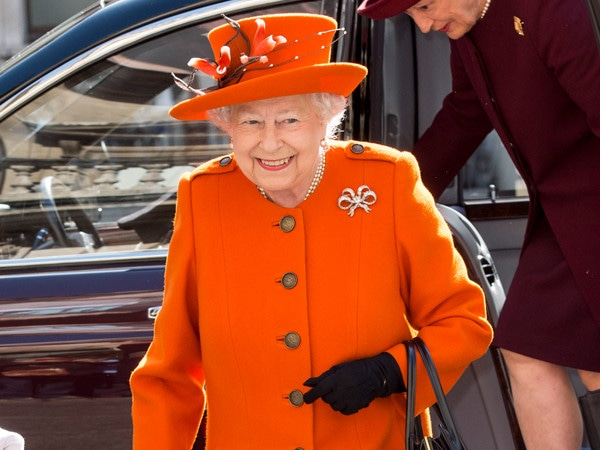 Regular Chores, a Packed Schedule and Those Gin Cocktails: Inside the Private World of Queen Elizabeth II