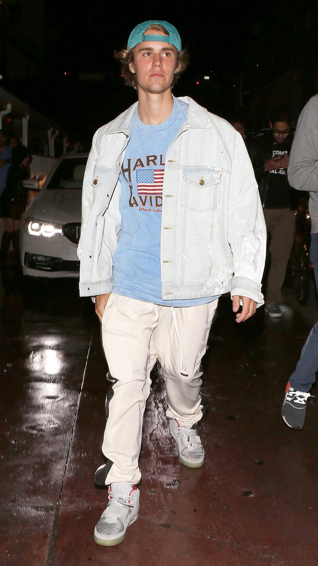 4489d3d87 Justin Bieber Attends Church Alongside Ex Hailey Baldwin—Was Baskin ...