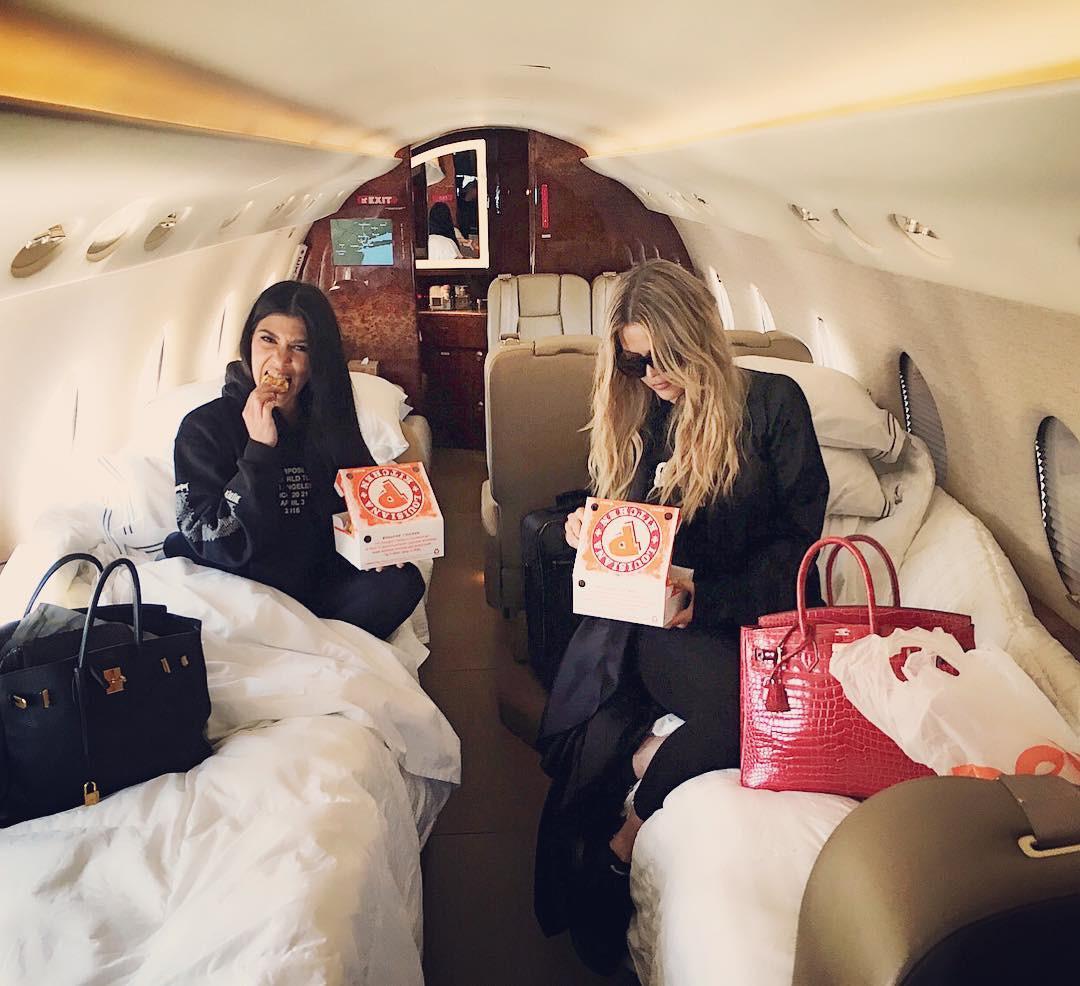 Khloe Kardashian, Kourtney Kardashian, Popeyes Chicken