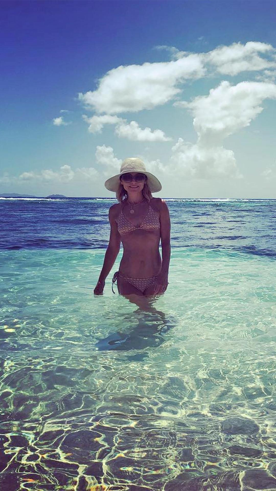 Kelly Ripa, Bikini, Mark Consuelos