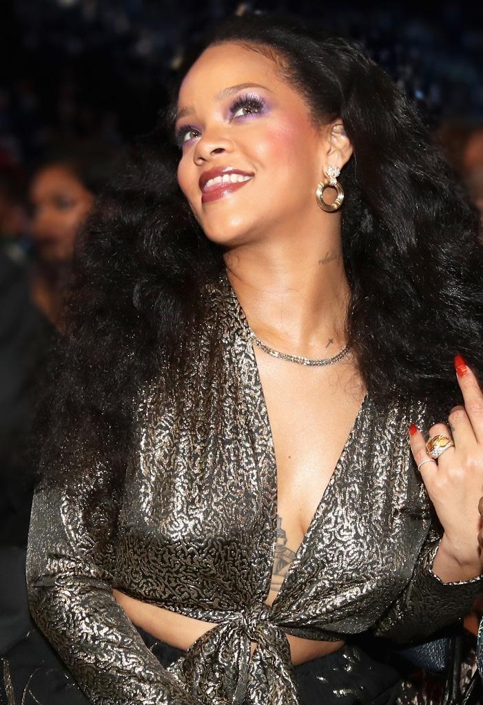 ESC: Rihanna, Glowing Skin
