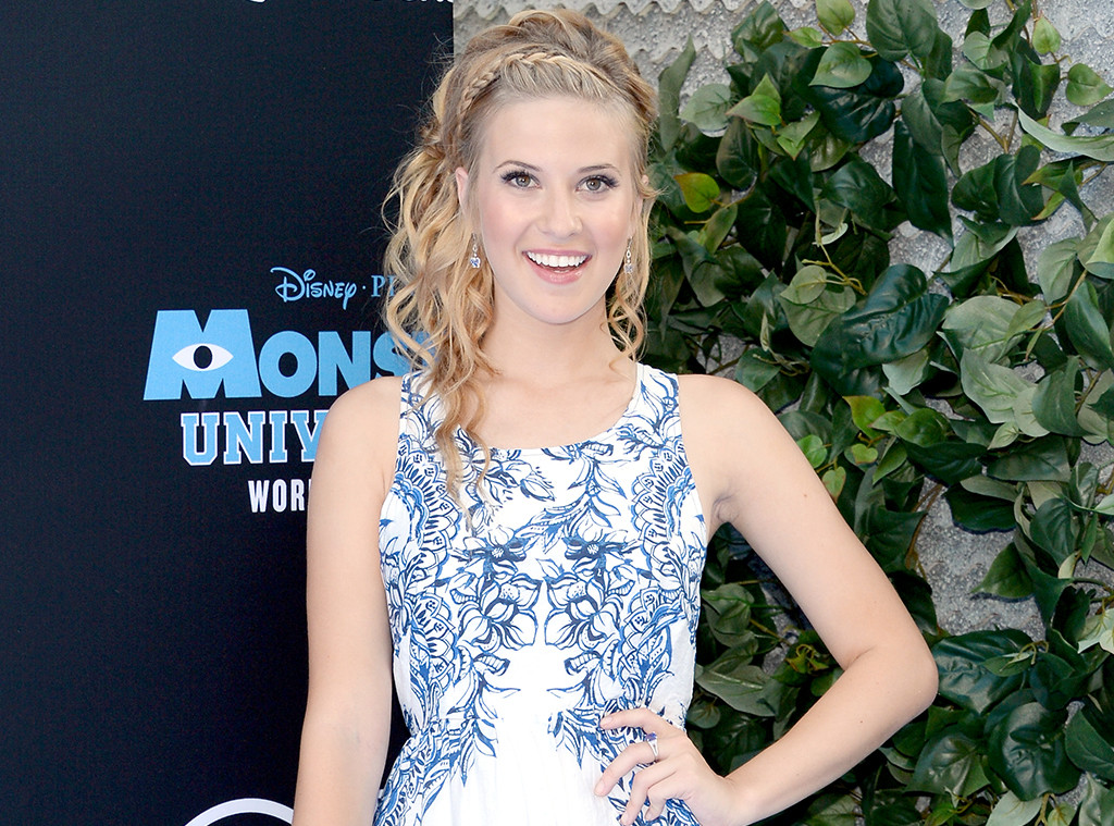 Caroline Sunshine Nude Photos 23