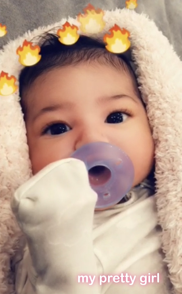 People : Kylie Jenner révèle enfin le visage de son bébé à ses fans (photos)