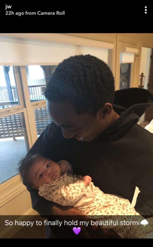 Travis Scott Perkenalkan Baby Stormi Webster Pada Keluarganya - 1