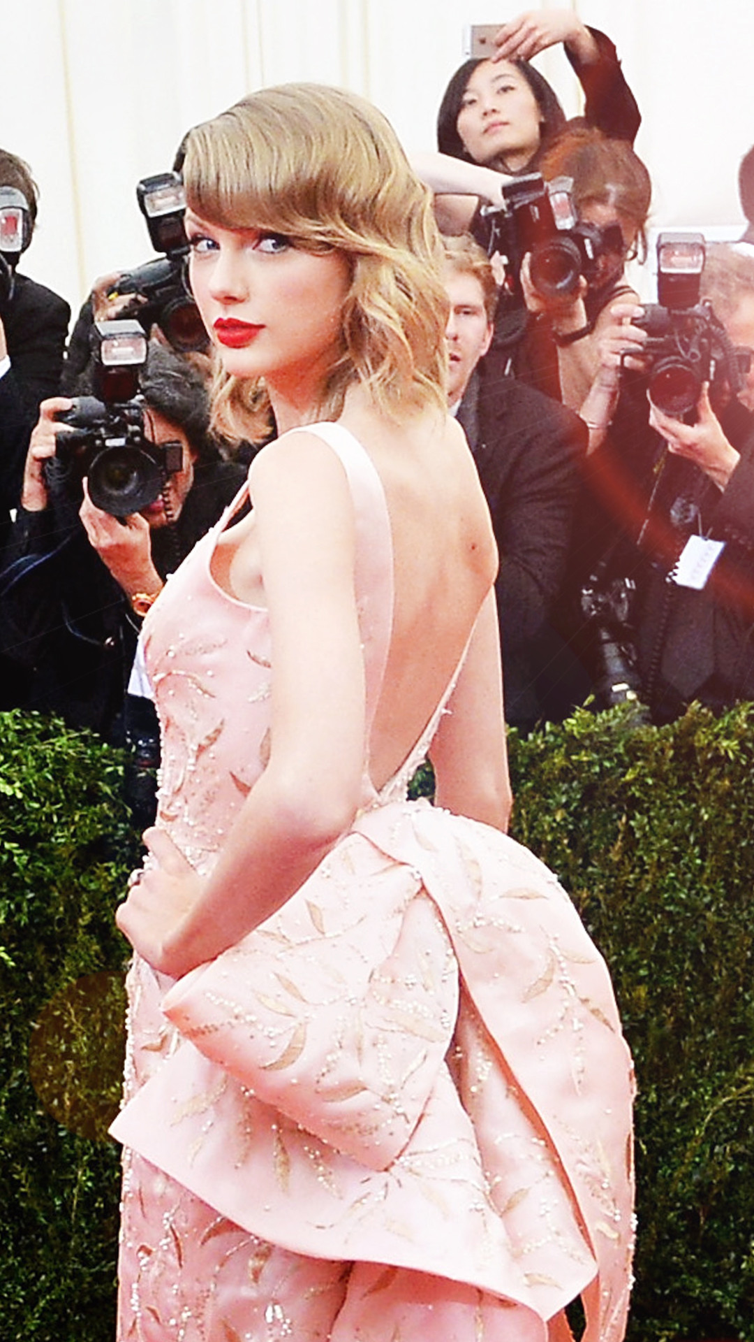 ESC:Taylor Swift, MET Gala, Oscar de la Renta, 2014