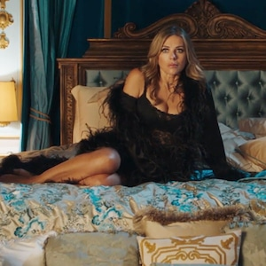 Queen Helena, Elizabeth Hurley, The Royals 309