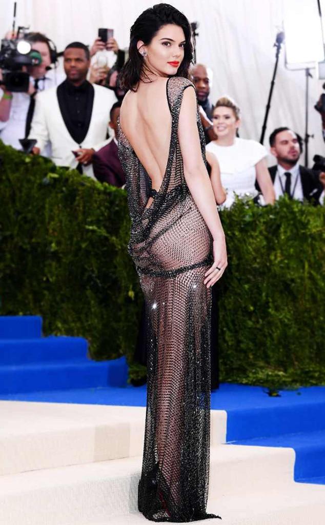 Kendal Jenner Umbar Bagian Sensitif saat Hadiri Festival Cannes - 2