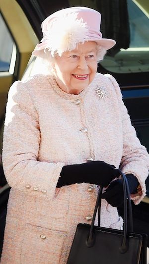 ESC: Do's and Dont's, Queen Elizabeth II, Too Many Colors