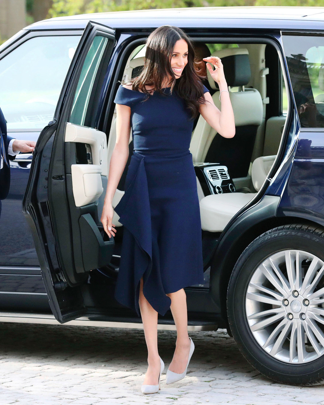 Meghan Markle Stuns In Navy Blue Roland Mouret Before Royal Wedding Women Fashion High Heels Pumps Shoes Esc