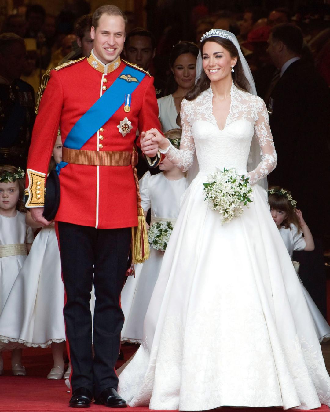 how meghan markle s wedding dress compares to kate middleton s e online uk how meghan markle s wedding dress