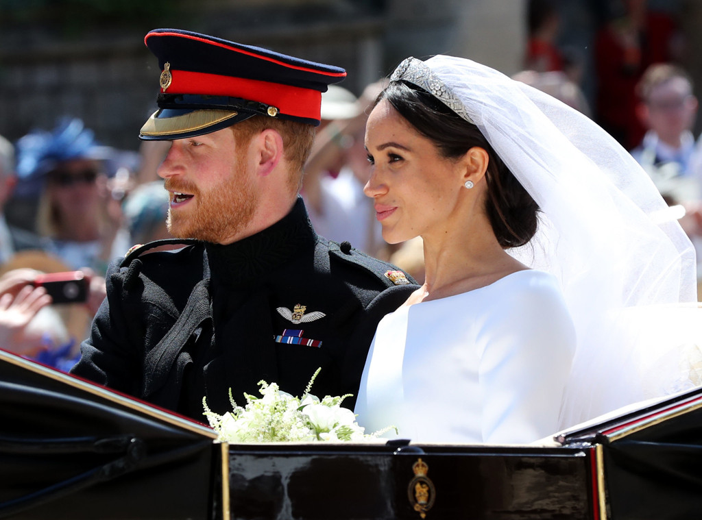 نتيجة بحث الصور عن Greeting onlookers harry wedding