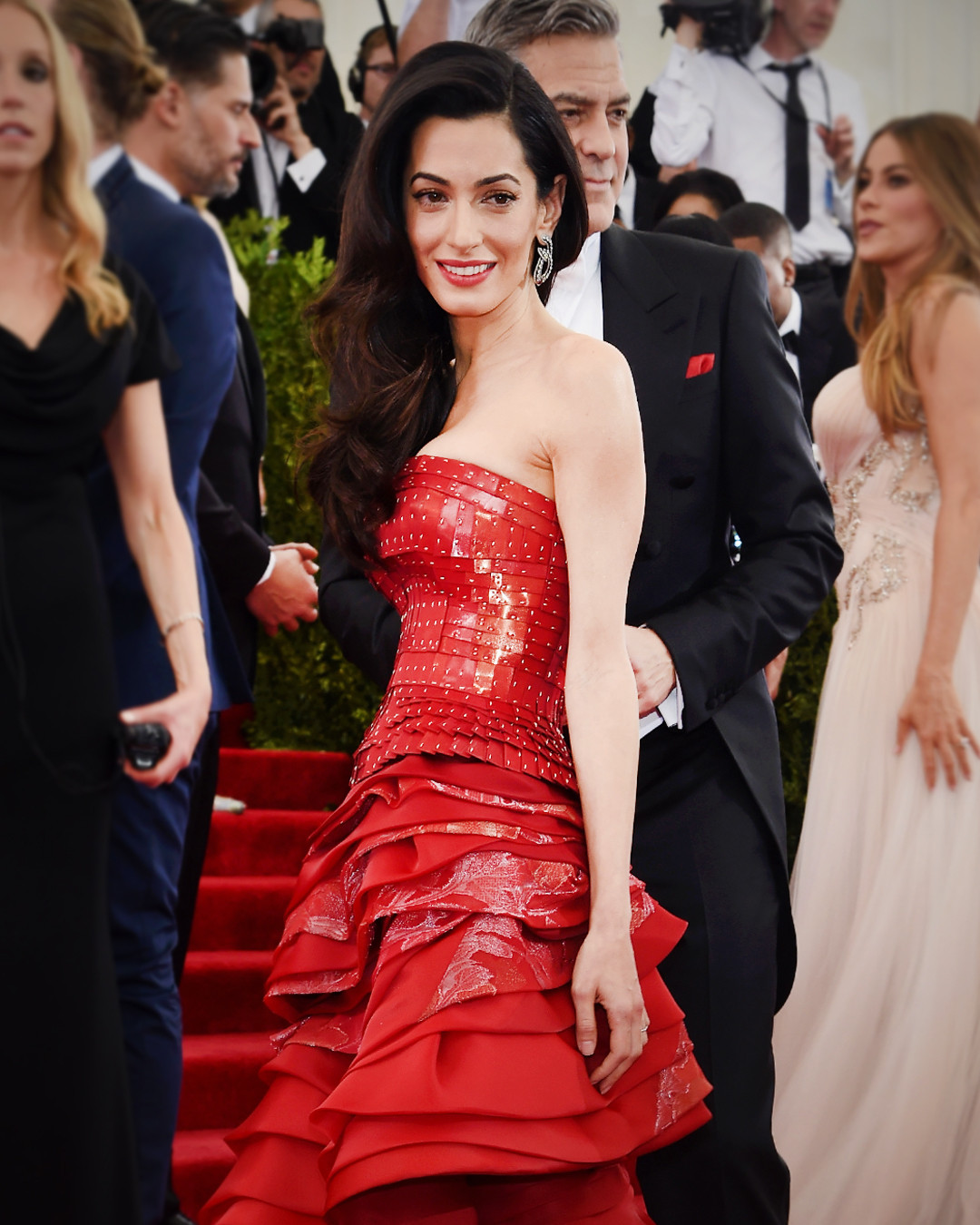 ESC: Amal Clooney, Red Carpet Etiquette