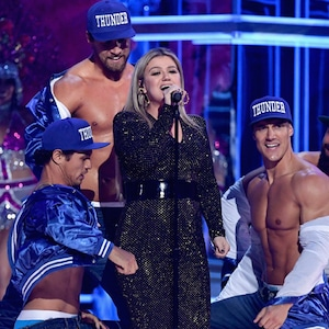 Kelly Clarkson, 2018 Billboard Music Awards, Performance