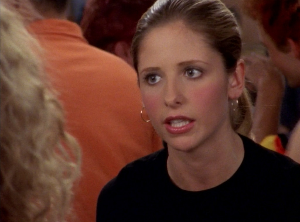 """Sarah Michelle Gellar -  In """"Escape From New York"""" (Season 3), Carrie meets with Debbie, a film exec interested in turning her popular dating column into a movie."""