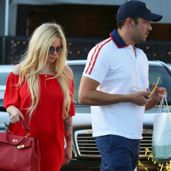 Who is avril lavigne dating 2018