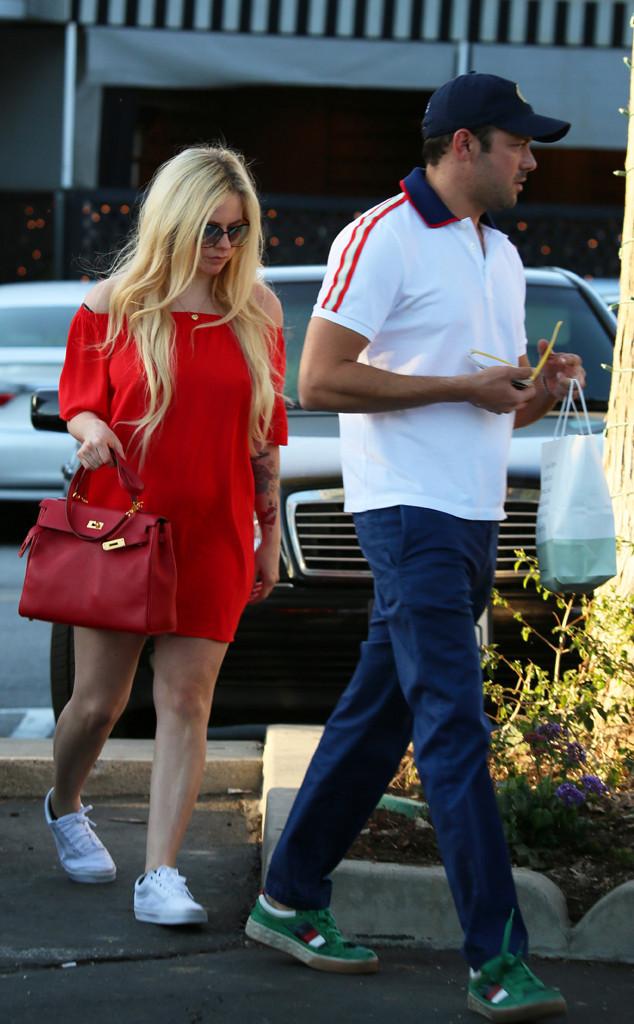 Avril Lavigne Is Quietly Dating Billionaire Heir Phillip