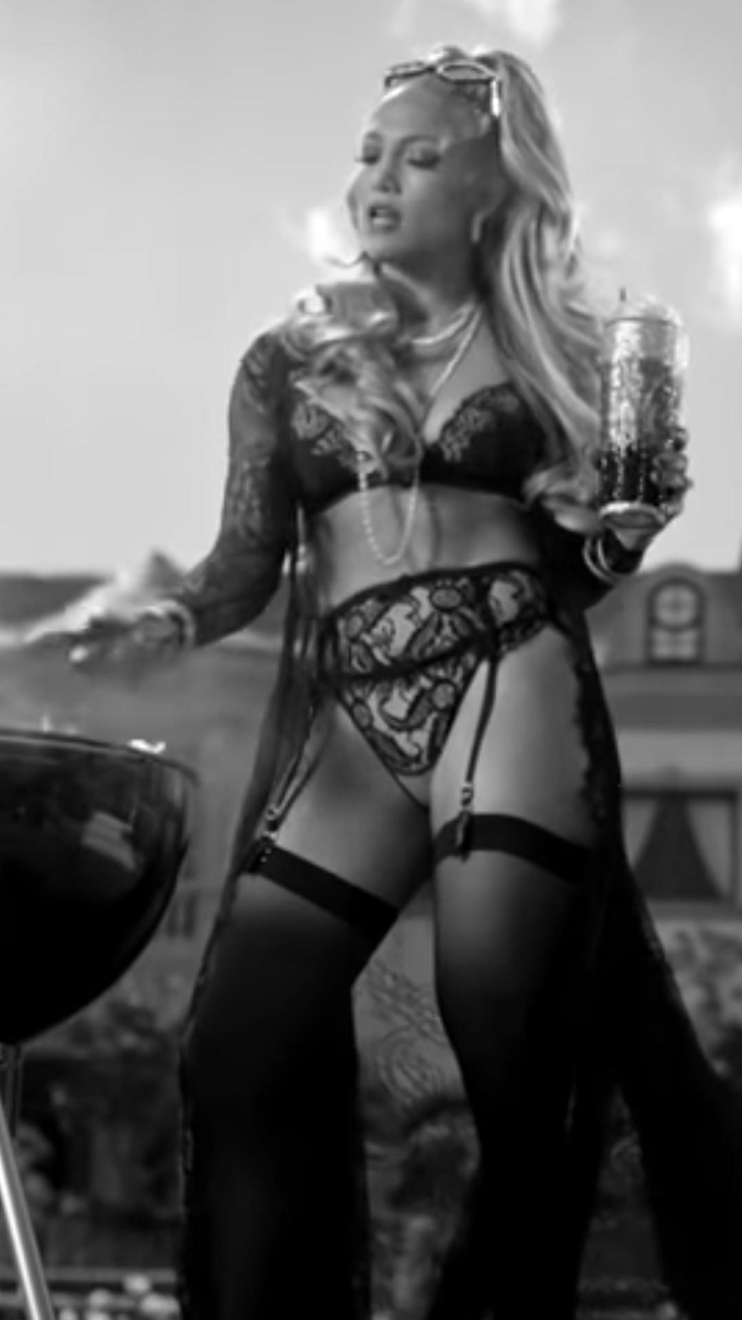 Jennifer Lopez, Dinero