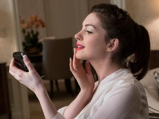 Anne Hathaway dissipe les rumeurs de cr&ecirc;page de chignon sur le tournage d'<i>Ocean's 8</i>