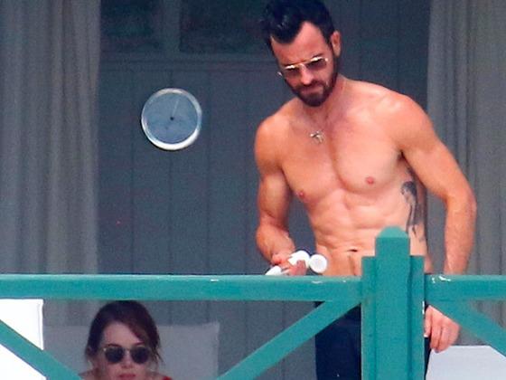 Justin Theroux voit des gens et passe des vacances avec Emma Stone