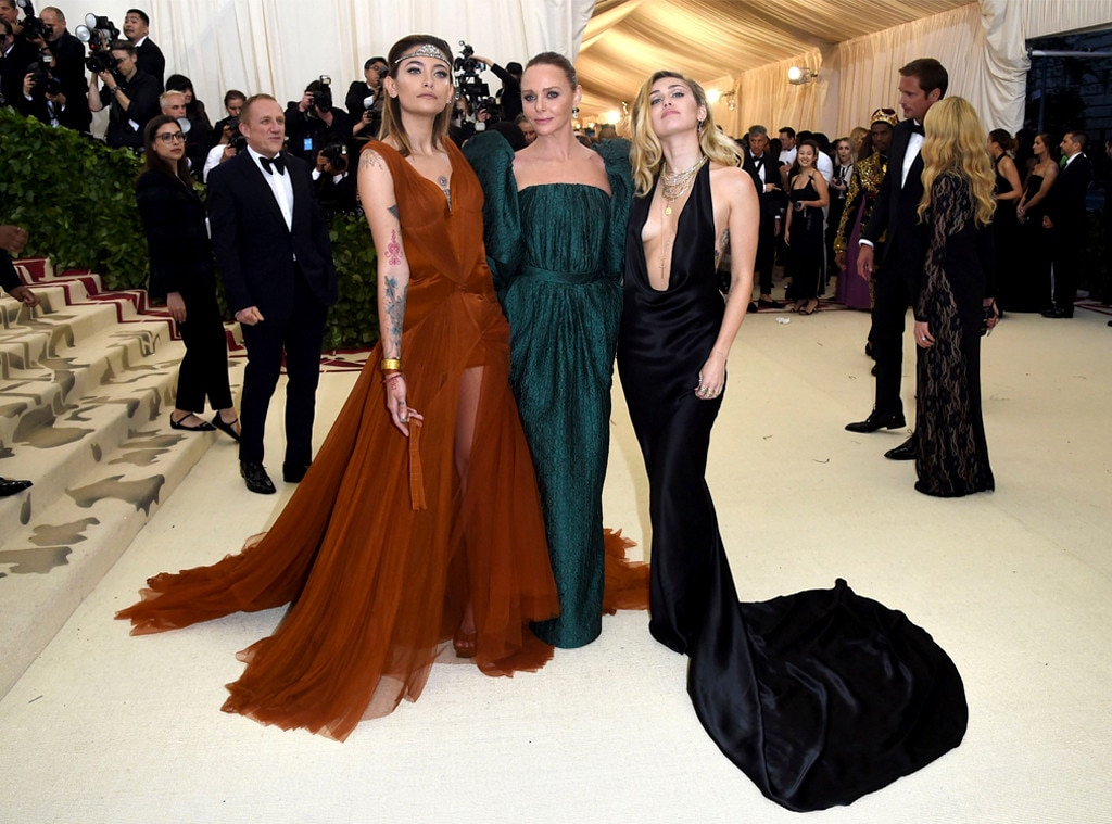 Miley Cyrus Stuns on Met Gala 2018 Red Carpet Without Liam Hemsworth